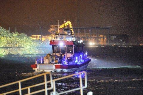 SØKTE: Redningsmannskaper søkte i over seks timer etter den siste kvinnen som var om bord i seilbåten som kolliderte og sank utenfor en molo på Tofte i oktober i fjor.