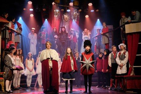 EVENTYRLIG REISE: Reisen til julestjernen er en magisk julefortelling som barn og voksne i alle aldere kan glede seg over. Denne helga viser Røyken teatergruppe historien om Gulltopp, kongen og dronninga i Eventyrland.