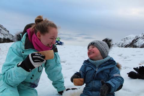 JULEKOS: En felles aktivitet der familien girhverandre sin fulle oppmerksomhet, kan skape noen veldig hyggelige stunder, sier generalsekretær i Norsk Friluftsliv, Lasse Heimdal. Foto: Leni Vilnes-Mjåseth