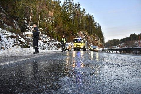 GLATT: Fra mandag formiddag kan man forvente glatte veier som følge av regn som fryser på bakken. Meteorologisk Institutt oppfordrer folk til å være oppmerksomme.