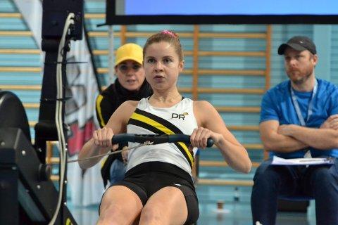 BRONSE:Fanny Røed må trekke ropinnen til seg 200 ganger for å nå målet på 2000 meter. Med tida 07.38.8 sikret hun bronse.