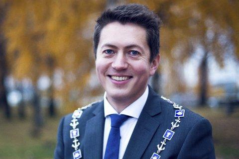 FORSIKTIG: Ordfører i Svelvik, Andreas Muri, er usikker på hva innbyggerne vil mene dersom kommunen gir bort Verksøya.