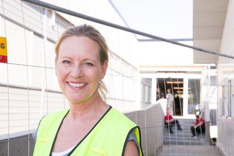 JOBBER FOR ORDEN: Senterleder Marianne Mevik ved Rortunet i Slemmestad håper innføring av ny p-ordning vil føre til mer orden i parkeringsforholdene utenfor Meny og mini-Rortunet.