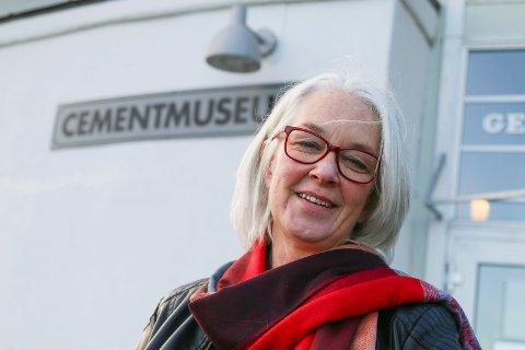 STENGER: Biblioteksjef Liv Holmesland stenger bibliotekene i Røyken i to dager for å legge planer for framtida.