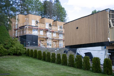 NÆRMER SEG KLART: 32 boliger er under bygging i Spikkestadveien. Prosjektet har fått navnet Bjørnstadsvingen og skal stå ferdig i løpet av siste del i juni.