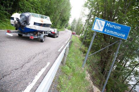 NYE NUMMER: Grimsrudveien fra kommunegrensa i Hurum til Klokkarstua får nye husnummer fra 12. juli. – Vi må endre nummer så ikke flere får like nummer med samme gateadresse, sier Nina E. Dokken i enhet for kart og oppmåling i Røyken kommune.