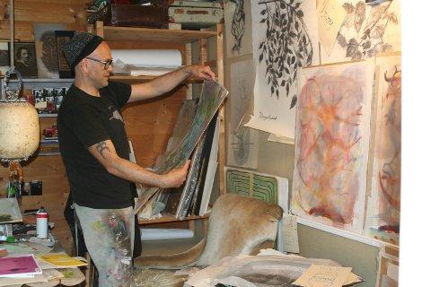 Sverre Økshoff jobber i flere lag i bildene sine.