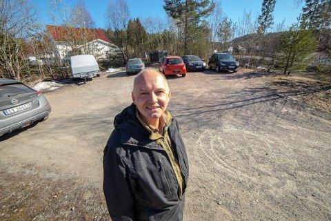 REAGERER: Trond Røed (Frp) vil ha grunneierne i sentrum til bordet for å få til en felles parkeringsløsning i sentrum.