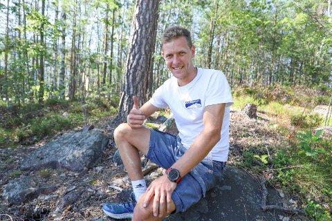 LIKE BLID: Selv om Kristoffer Sommer Wormsen (28) har pint seg gjennom mer enn 23 timer med terrengløp over fjelltopper og dype daler fra Bergen til Voss er han like blid. – Jeg liker å løpe og presse meg til de ytterste, sier han trygt hjemme igjen.