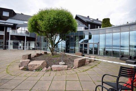 STENGT: Det er ingen hotellgjester på besøk på Holmsbu hotel & Spa i sommer etter nedleggelsen i februar.