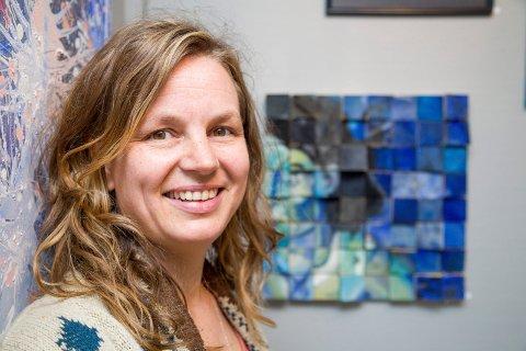 KURSHOLDER: Svanhild Rohdin er en av kursholderne på malerkurset i Holmsbu. Arkiv
