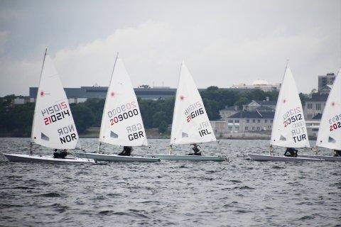 I TET: Henrik Grønlund (17) ligger først på startlinjen i onsdagens regatta.