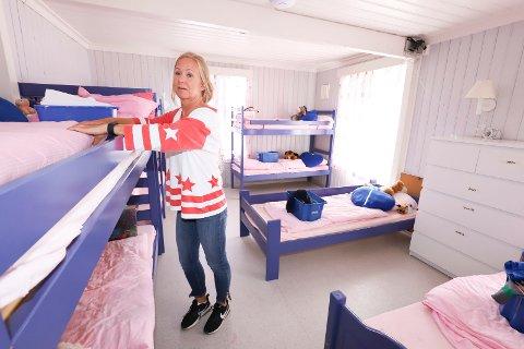 SKUFFET: Elin Barnå har jobbet på feriekolonien siden 1988, og er lei seg for at de ikke får åpnet opp denne sommeren.