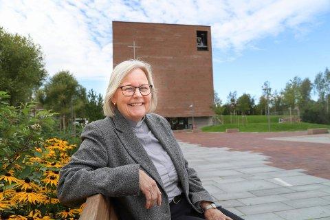 NY ORDINERT:Liv Jorunn Koller valgte presteskapet framfor pensjonisttilværelsen etter å ha avsluttet karrieren som lærer på videregående i Røyken. Nå er hun ferdig studert, og ordinert til prest.