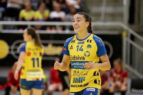 HAR VÆRT SENTRAL: Linn Andresen (22) fra Åros har fått mye spilletid for årets eliteseriefavoritt i håndball.