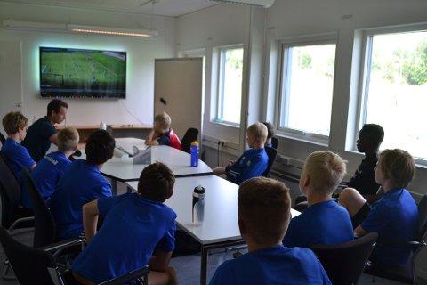 PREPPING: Viedoanalyser og forberedelser før treningsøkt på Føyka.