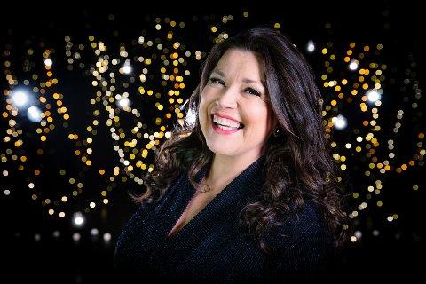 HOS KLOKKEREN: Jenny Jenssen kommer til Klokkarstua fire onsdager i sommer. På programmet står alt fra MGP-sanger til favoritten country.