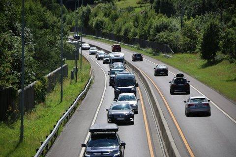 TRAFIKKTALL: Mange flere velger norske landeveier i sommer. Statens Vegvesen har oversikt over mange veistrekninger. Illustrasjonsfoto
