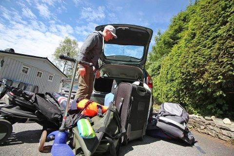 TENK NÅR DU PAKKER: Ikke alle vet hvordan man pakker feriebilen på en forsvarlig og sikker måte. Tryg Forsikring har tipsene