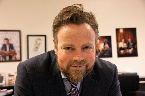 STRAMME INN: Arbeidsminister Torbjørn Røe Isaksen vil stramme inn i forhold til det han kaller lønnstyverieti landbruket for utenlandske sesongarbeidere i Norge.