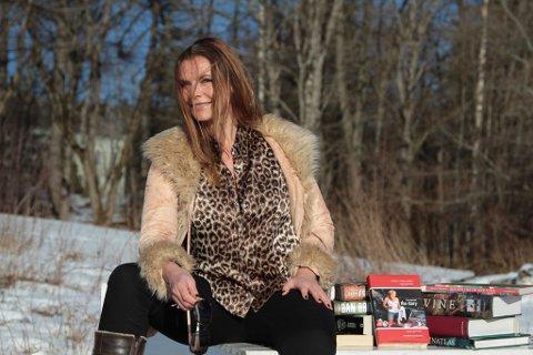 KRIM & HUMOR: Trude Helen Hole er aktuell med  bok nummer fire i serien om Lotte-Marie. Tilsammen har hun publisert 13 bøker.