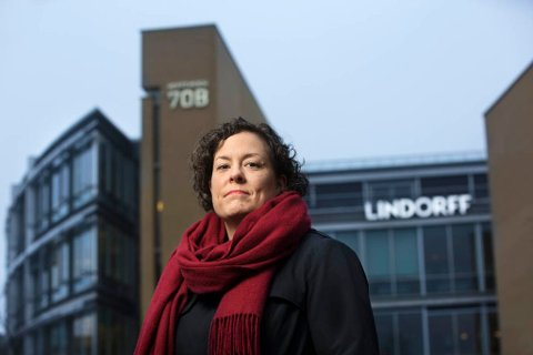 UENIG: - Vi har beklageligvis ikke kunnet påvirke konsernledelsens strategiske beslutning, sier hovedtillitsvalgt i Finansforbundet, Nina Syvertsen. Forbundet er fundamentalt uenige i beslutningen om å flytte arbeidsplasser ut av Norge.