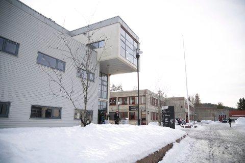 643 FØRSTEKLASSINGER: Det er 643 elever som søker seg til Røyken videregående skole som førstegangssøkere. Skolen har 882 elevplasser.