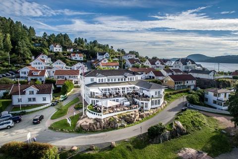 IDYLL: Holmsbu Badehotell ligger i kystperlen i enden av Drammensfjorden. Nå selges stedet med en prisantydning på 16,9 millioner kroner.