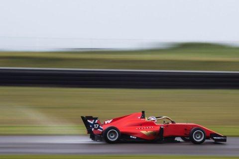 NORGES ENESTE: Med dette er Norge representert med en utøver blant verdens fremste kvinnelige bilsportutøvere, der hun skal kjøre Formel W for «Team M. Forbes Motorsport».