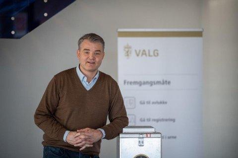 FORHÅNDSSTEMMING: Valgansvarlig i Asker kommune, Rolf Brakstad oppfordrer innbyggere som allerede har bestemt seg om å forhåndsstemme.