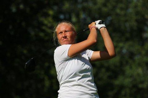 FØLGER GOLFDRØMMEN: Celine Sanne (18) slo flere av Europas golfmestre ned i støvlene under LET Access Tour i Sverige.