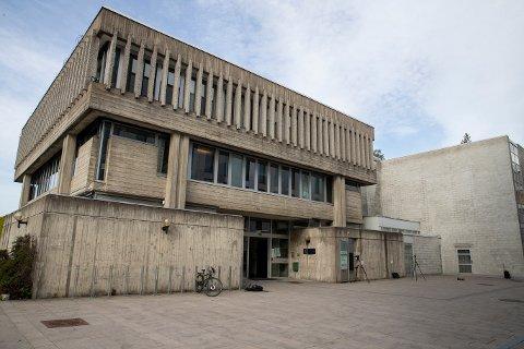 MÅ MØTE: En mann fra Råde varslet politiet om et pågående innbrudd på Tofte i februar, men meldingen var falsk. Nå er mannen tiltalt og må møte i retten.