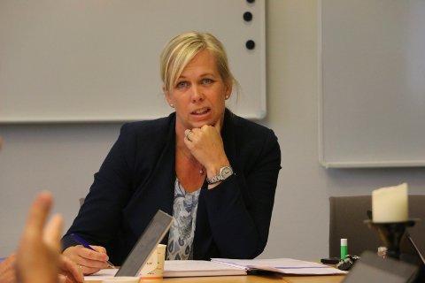 Elin Weggesrud er oppgitt over opposisjonspartienes oppførsel i forhandlingene med Hof og Holmestrand.