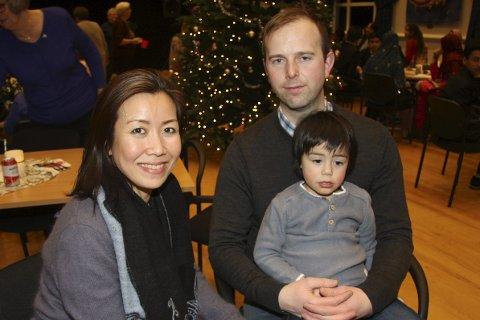FAMILIEN HAUG: Paula og Gjermund Haug koste seg på festen sammen med sønnen Theo Nikolai. Alle foto: Linda Lindsholm