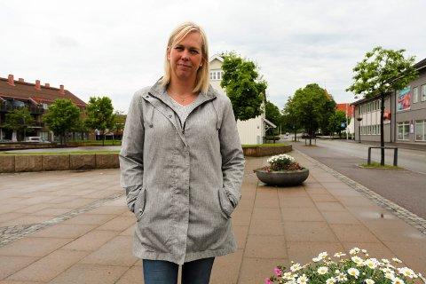 Elin Weggesrud er sterkt kritisk til Bane Nors uttalelser i Sande Avis om at utvidelse ikke er en løsning på parkeringsproblematikken.