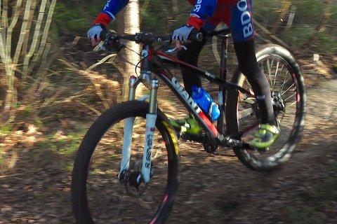 På vei hjem fra sykkeltrening på Lersbrygga ble gutten presset ut i grøfta.