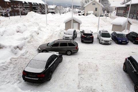 Har du bilen din stående i Fila eller her på Torget, må den fjernes i kveld.