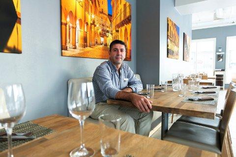 "Luigi Castiglione driver restauranten  ""Luigis spiseri"". De har fått smilefjes tre år på rad."