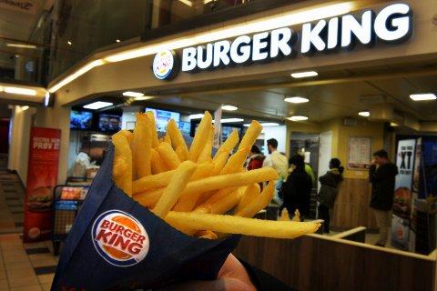 Seks av Burger Kings 26 ansatte ved Grelland har testet positivt på Covid-19. Restauranten satser på å gjenåpne fredag etter en total nedvask av lokalene.