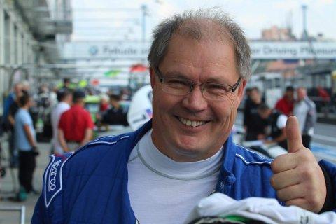 BILGLAD: – Det blir bil både på jobb og fritid for min del, forteller Eirik Olaussen.