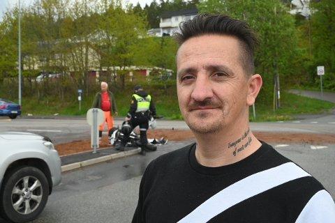 VITNE: Tommy Andersen kom kjørende bak motorsyklisten og fikk med seg trafikkulykken på nært hold.