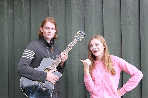 Både Erlend Guttulsrud Kristiansen og hans søster Emmy Kristine ønsker å leve av musikken.
