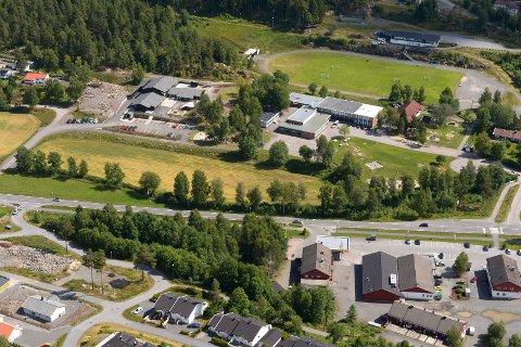 Kodal skole  barnehage idrettsplassen Kodal idrettslag sentrum. Kodal boliger. Spar Kodal bensinstasjon Rismyhrfeltet