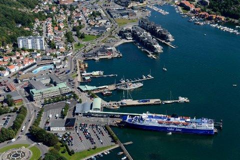 sandefjord havn fiskehavn bergreen kilgata museumsbrygga resturanger på brygga bryggen Bohus color line kilen  havlfangstmonumentet
