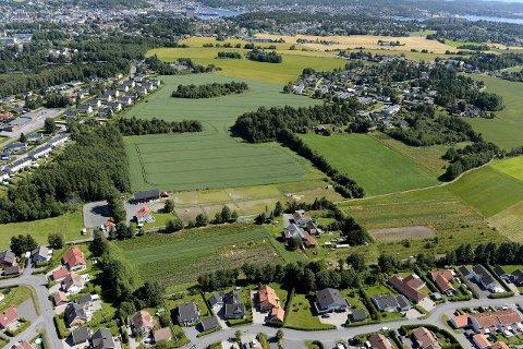 Sørby/Virik: På jordene her planlegges det å bygge 700 boliger. Matjorda er foreslått flyttet. Arkivfoto: Olaf Akselsen