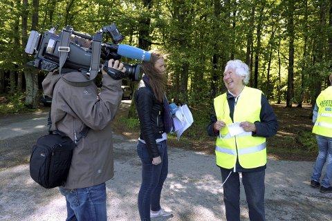 Opptak: Fotograf Philip Hoffgaard og journalist Anne Melsom Bjerke i opptak med Rannveig Horntvedt.