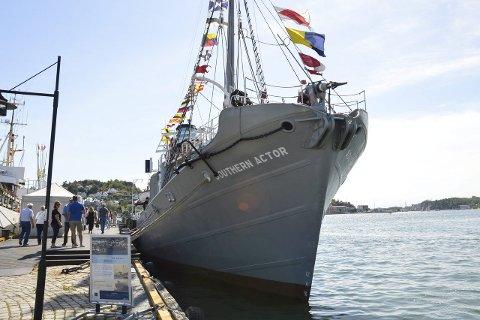 Populær båt: Mange hadde valgt å tilbringe lørdag formiddag om bord i «Southern Actor», hvor de fikk omvisning og servering.Alle foto: Hanne Bergby Olsen