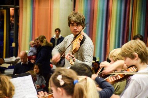 Dextra musica og kulturskolelærere fra Stokke, Tønsberg og Sandefjord holder seminar for 150 strykere med Alexander Rybak på SVGS.