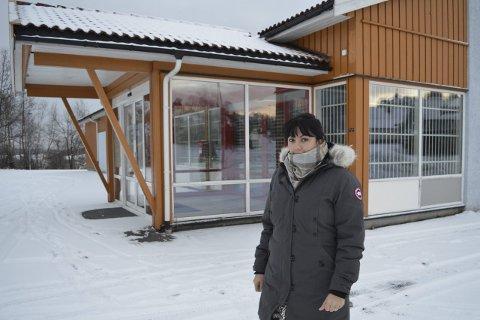 Snart lys i vinduene: NMU-leder Gretha de la Garza er glad for at det blir liv i butikklokalene på Gjekstad igjen. Foto: Jan Roaldset