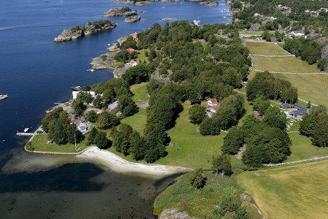 EIENDOMMEN: Foran ser vi eiendommen som Spetalen har eid i mange år. Helt øverst mot sjøen på dette bildet ligger området som Spetalen kjøpte i 2014, og som nå er tema for lagmannsretten.